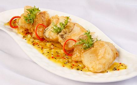 Phi lê cá lóc sốt thơm ăn kèm salad
