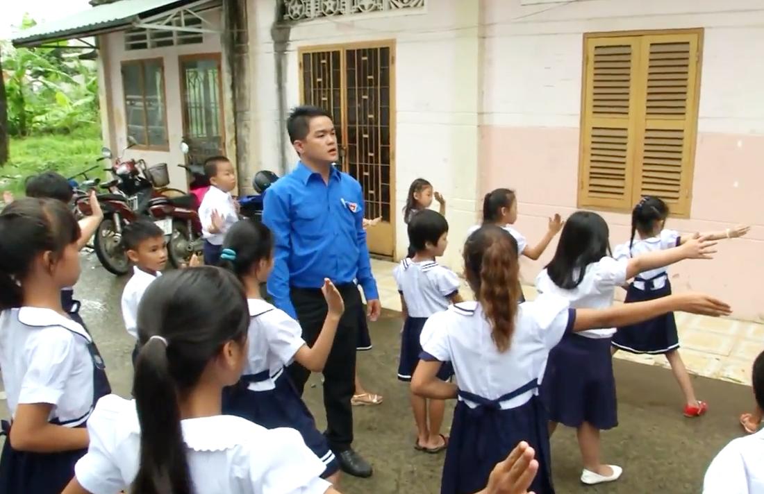 Lớp học tình thương của chàng trai trẻ - Nhân vật Đặng Đức Tính - phát sóng ngày 23.08.2016