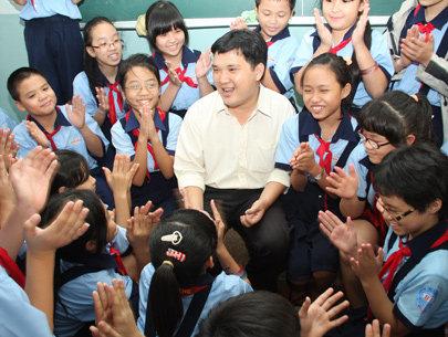 Thầy Trần Tuấn Anh và những bài học yêu thương